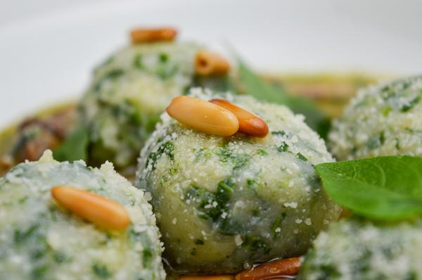 Gnudi di Ricotta al Pesto e Funghi _ Luca Gozzani